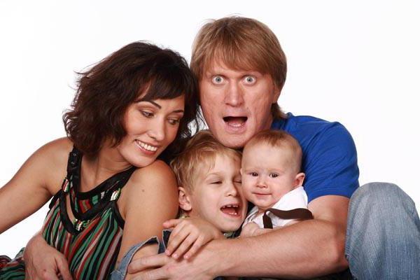 Андрей Рожков с семьёй. Фото из открытого доступа