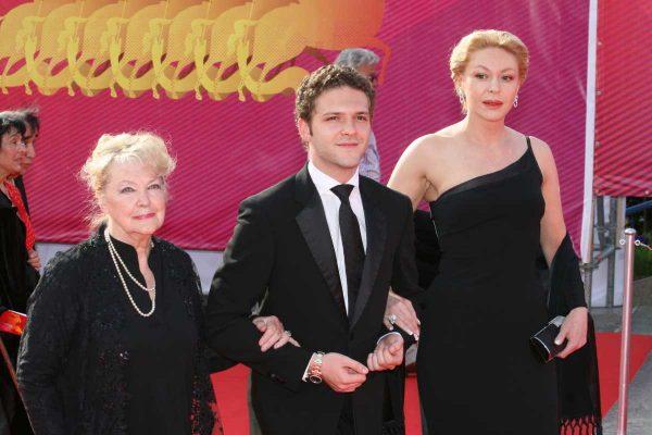 Алёна Бондарчук с мамой и сыном