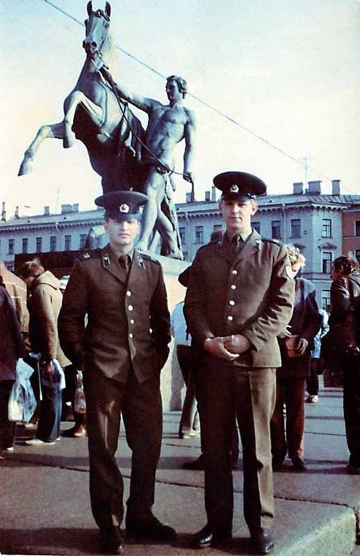 Такими вы их не видели: звёздные знаменитости-мужчины в армейской форме