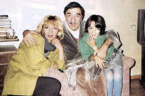 Фрунзик Мкртчян с дочерью Нунк и внучкой
