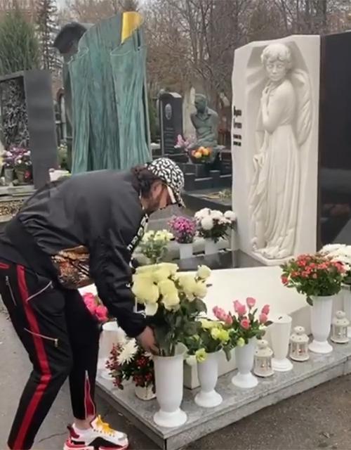 Филипп Киркоров на могиле Гурченко