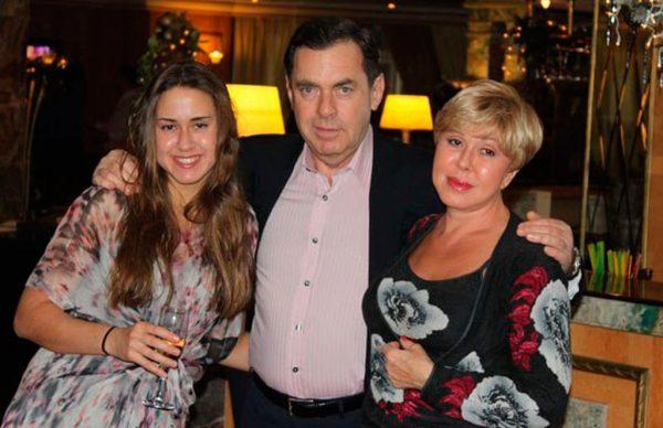 Любовь Успенская с Александром Плаксиным и дочерью Татьяной.