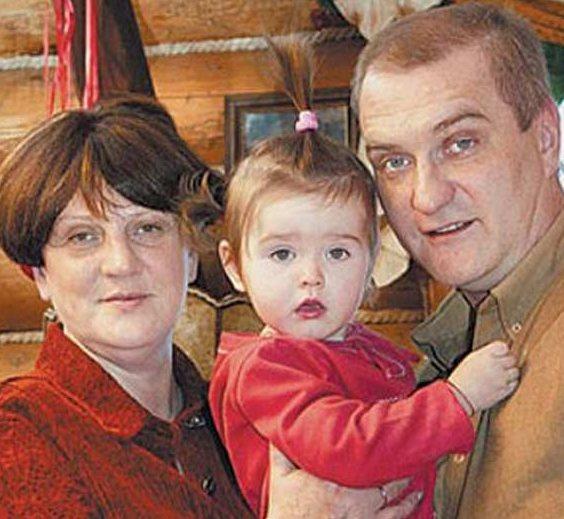 Александр Балуев с Марией Урбановской и дочкой