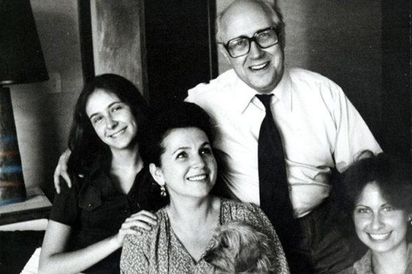 Галина Вишневская и Мстислав Ростропович с дочерьми.