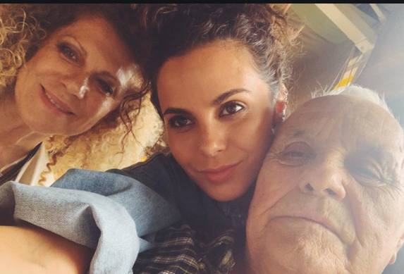 Настя Каменских с мамой и папой