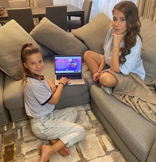 Юлия Барановская с дочкой.