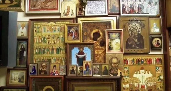 Красный угол в доме Бориса Корчевникова. yandex.ru