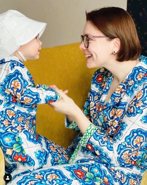 Брухунова оставила сына на пожилого мужа и в спешке покинула Россию