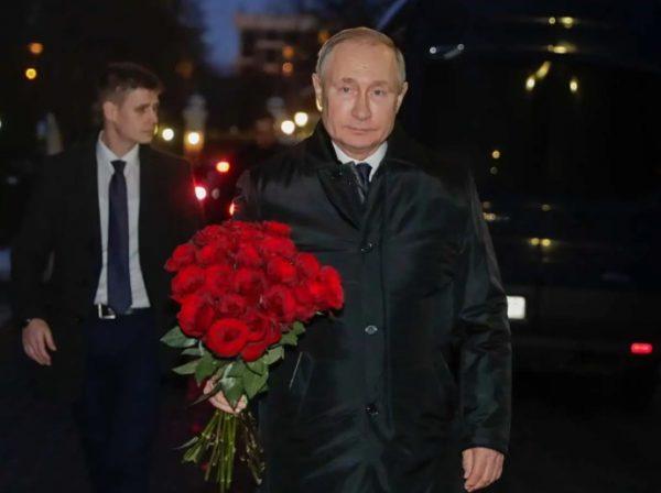 Владимир Путин пришел на прощание с Василием Лановым и рассказал об отношении к актеру