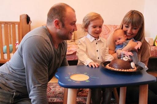 Эти дети не должны были появиться на свет: жизнь актера Константина Соловьева, который не желает признавать родных сыновей