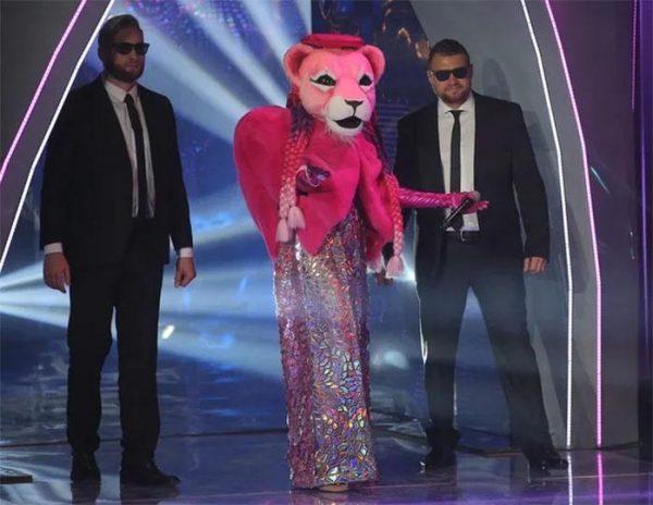 """""""Там Бузова, подруга Киркорова, слабая она!"""" - зрители требуют разоблачить Розовую Пантеру"""