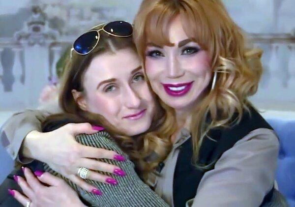 Маша Распутина с дочкой обнимается