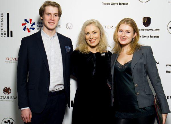 Мария Шукшина с детьми