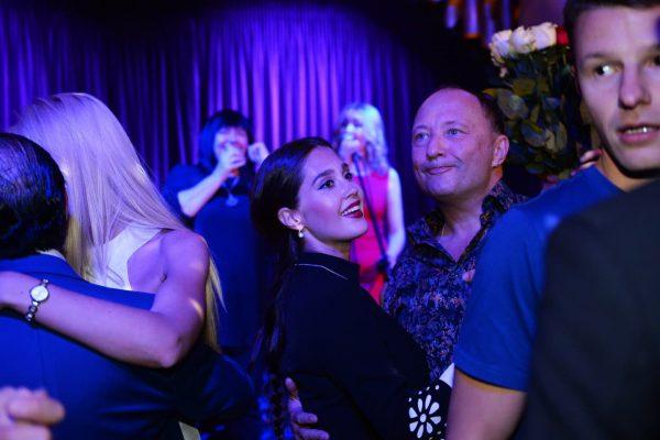 Гальцев с молодой женой танцует