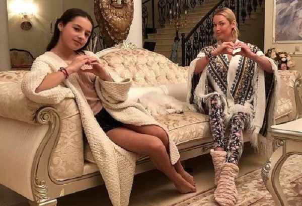 Почему Волочкова выгнала родную дочь из дома?
