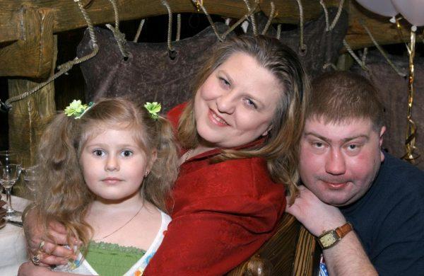 Катя Огонек с мужем и дочкой