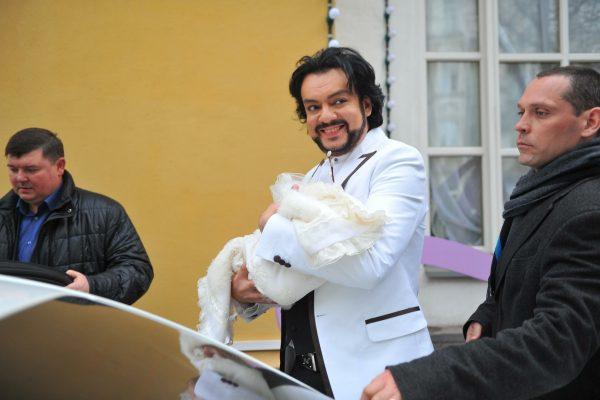 Филипп Киркоров с младенцем