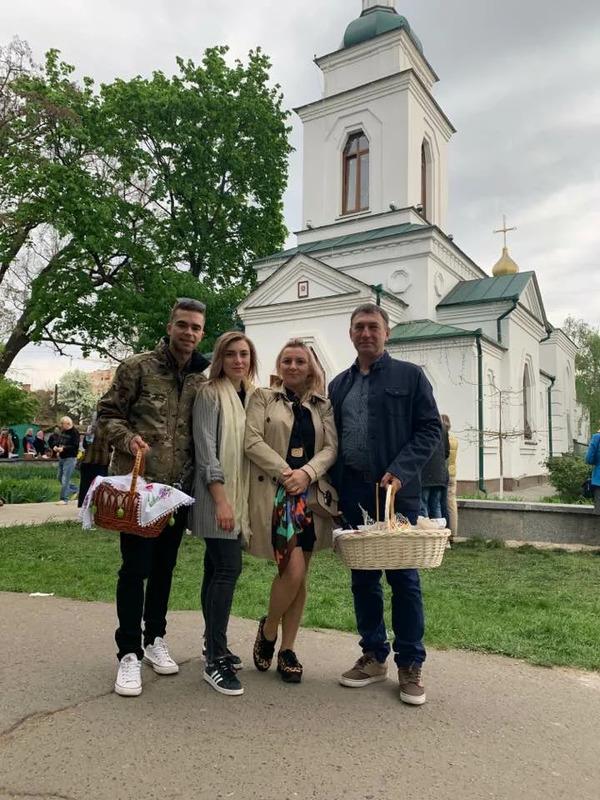 Инна Белоконь с мужем, дочерью и зятем
