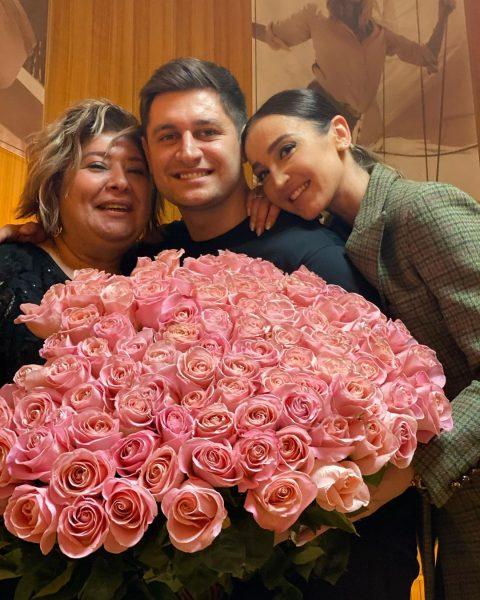 Давид Манукян с мамой и Олей