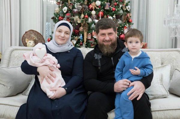 Рамзан Кадыров, Медни Кадырова с внуками