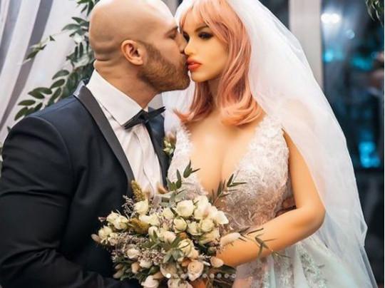 Свадьба Юрия Толочко с куклой