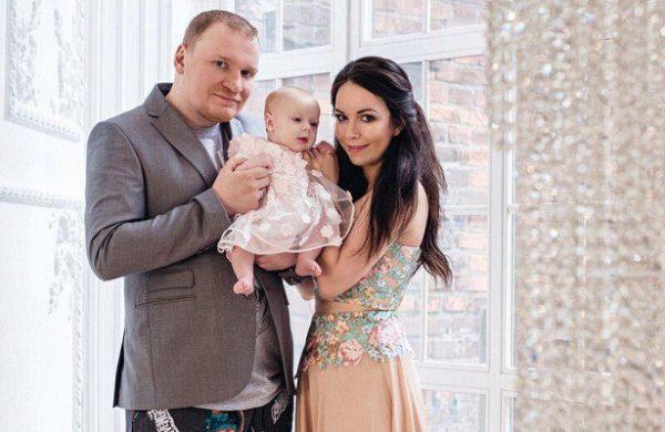 Сергей Сафронов с женой Екатериной и дочкой