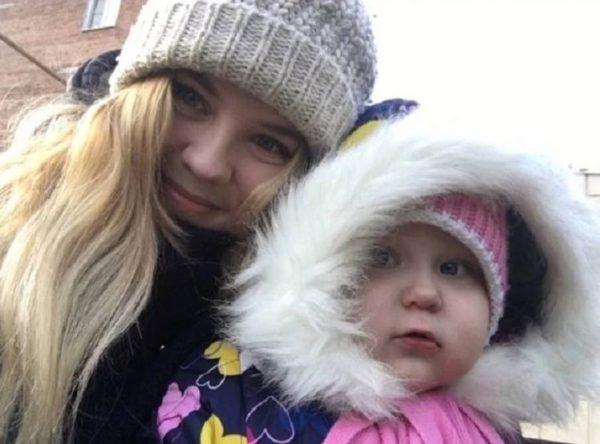 Полина Фетисова с дочкой