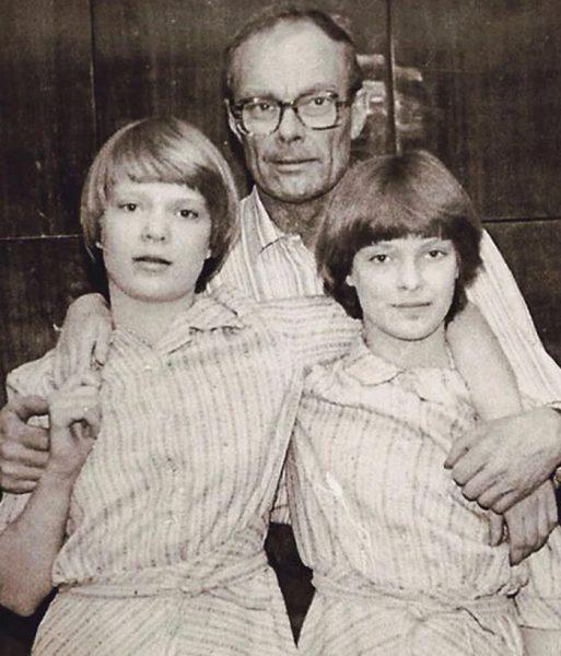 Ольга и Анна Копосовы с отцом