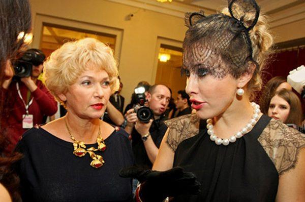 Ксения Собчак, Людмила Нарусова