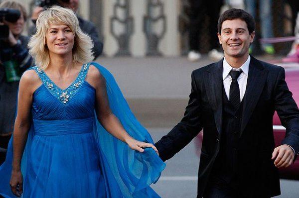 Стало известно, что Антон Макарский за 20 лет супружества несколько раз собирался уйти от жены, причина удивит