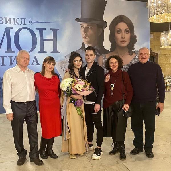 Анастасия Макеева, Роман Мальков с родителями