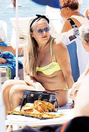 Татьяна Михалкова на пляже