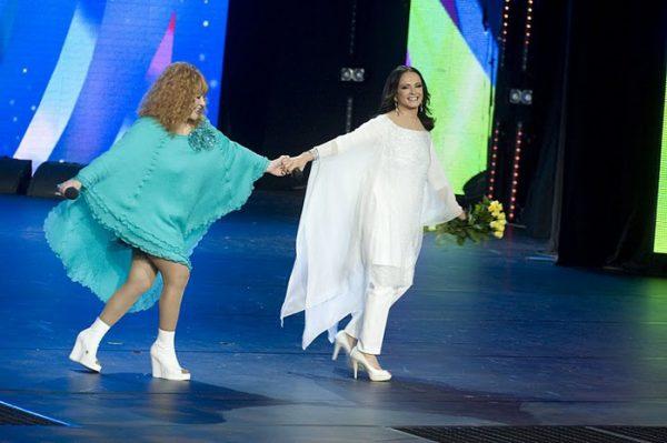 Алла Пугачёва и София Ротару на сцене