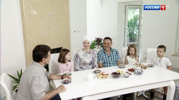 Ренат Ибрагимов с женой Альбиной и детьми