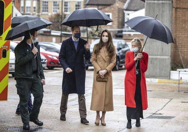 Кейт Мидлтон и принц Уильям посетили станцию скорой помощи