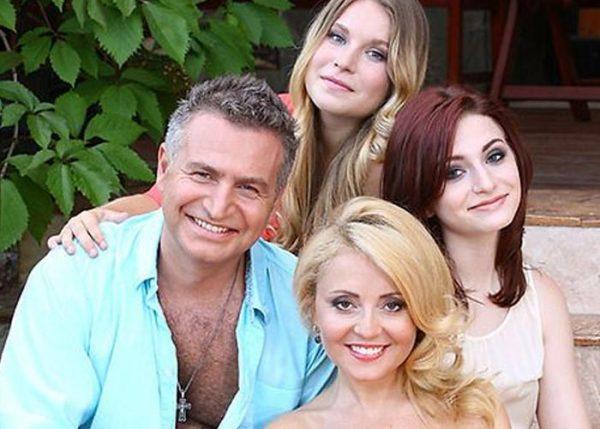 Леонид Агутин с супругой и дочками