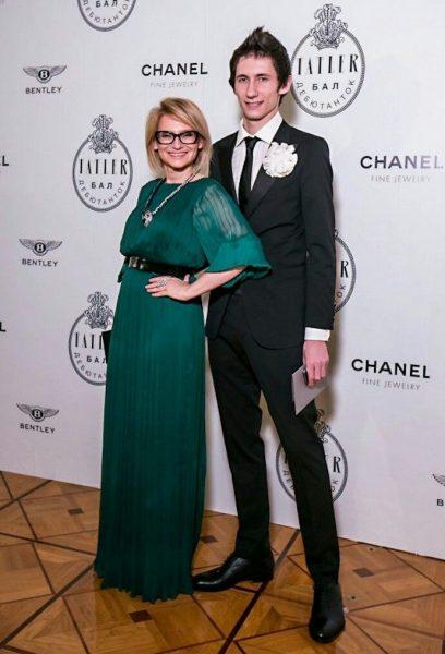 Эвелина Хромченко с сыном Артемием