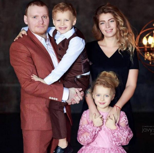 Сергей Сафронов с бывшей женой Марией и детьми
