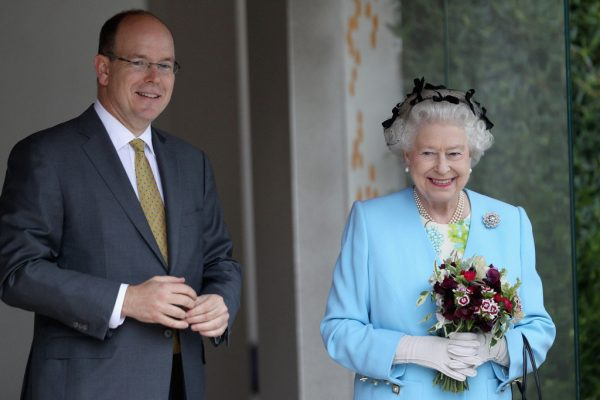 """""""Неуместно"""" - Принц Альберт скептически отнесся к интервью Меган и Гарри"""