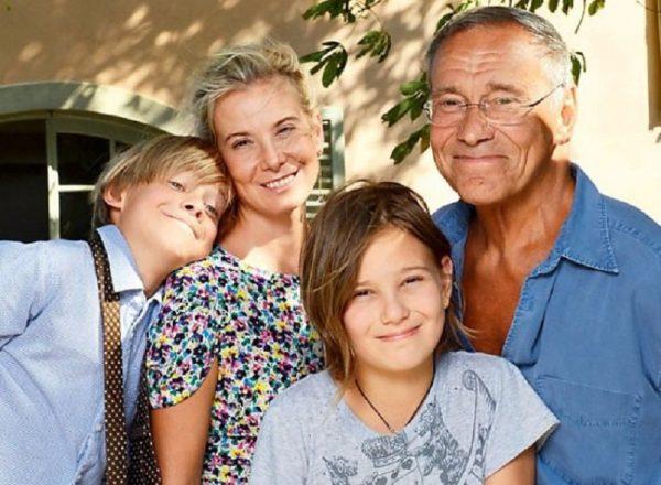 Андрей Кончаловский и Юлия Высоцкая с детьми,