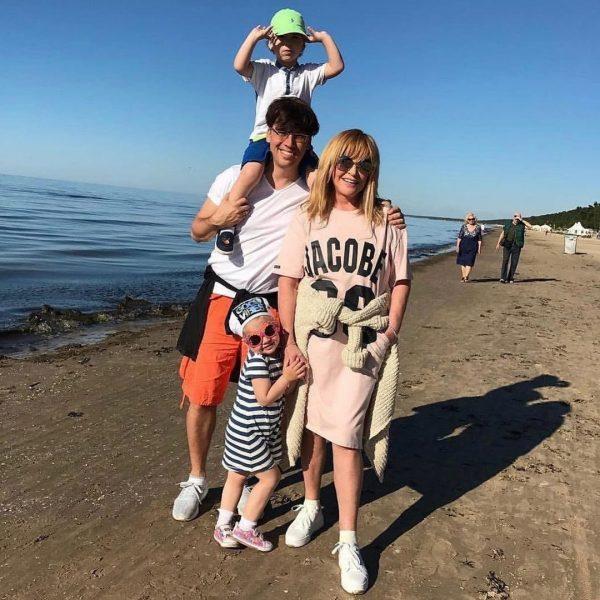 Галкин и Пугачёва с детьми на отдыхе