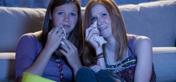 Девушки плачут