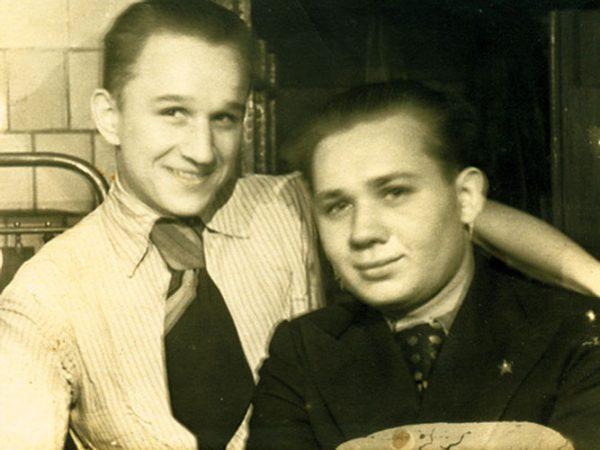 Николай и Евгений Леоновы в молодости