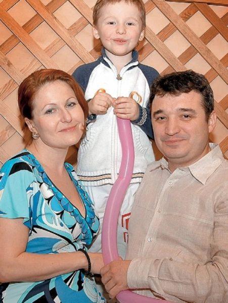 Максим Калинин с женой и сыном