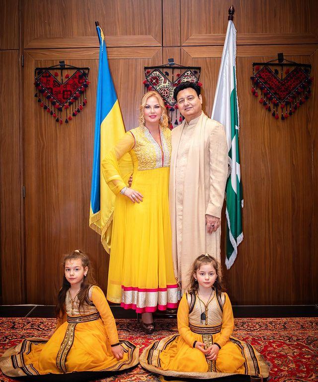 Камалия с мужем и дочками. Фото Инстаграм