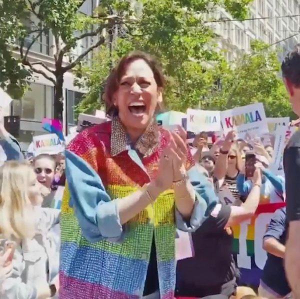 Камала Харрис на гей-параде. Идеально отвечает всем западным трендам