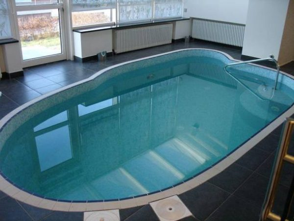 Бассейн в доме Николаева