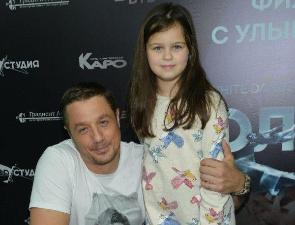 Алексей Макаров с дочкой.