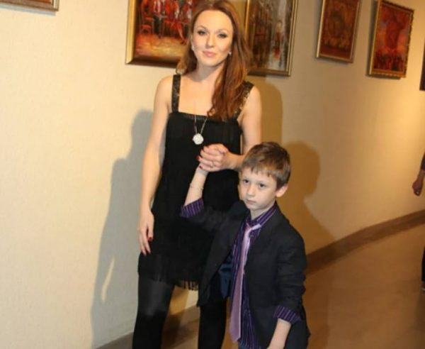 Альбина Джанабаева и сын Лука