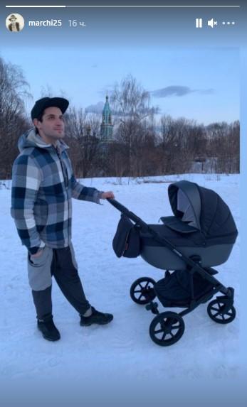 Марк Богатырев показал, как гуляет с сыночком от Арнтгольц